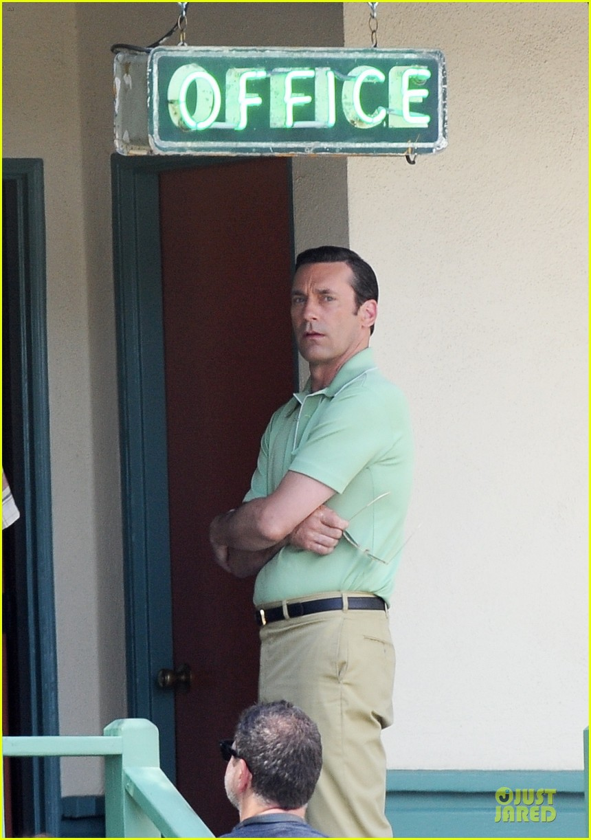 jon hamm showcases vocals at baseball game 023137023