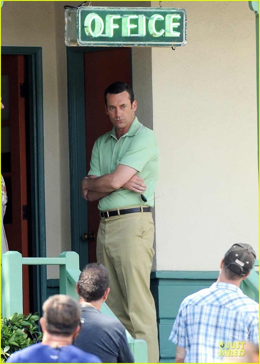 jon hamm showcases vocals at baseball game 063137027