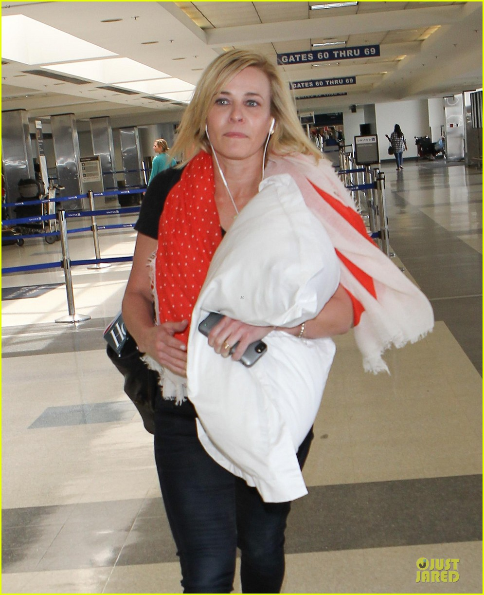 chelsea handler lax departure as comfy as possible 04