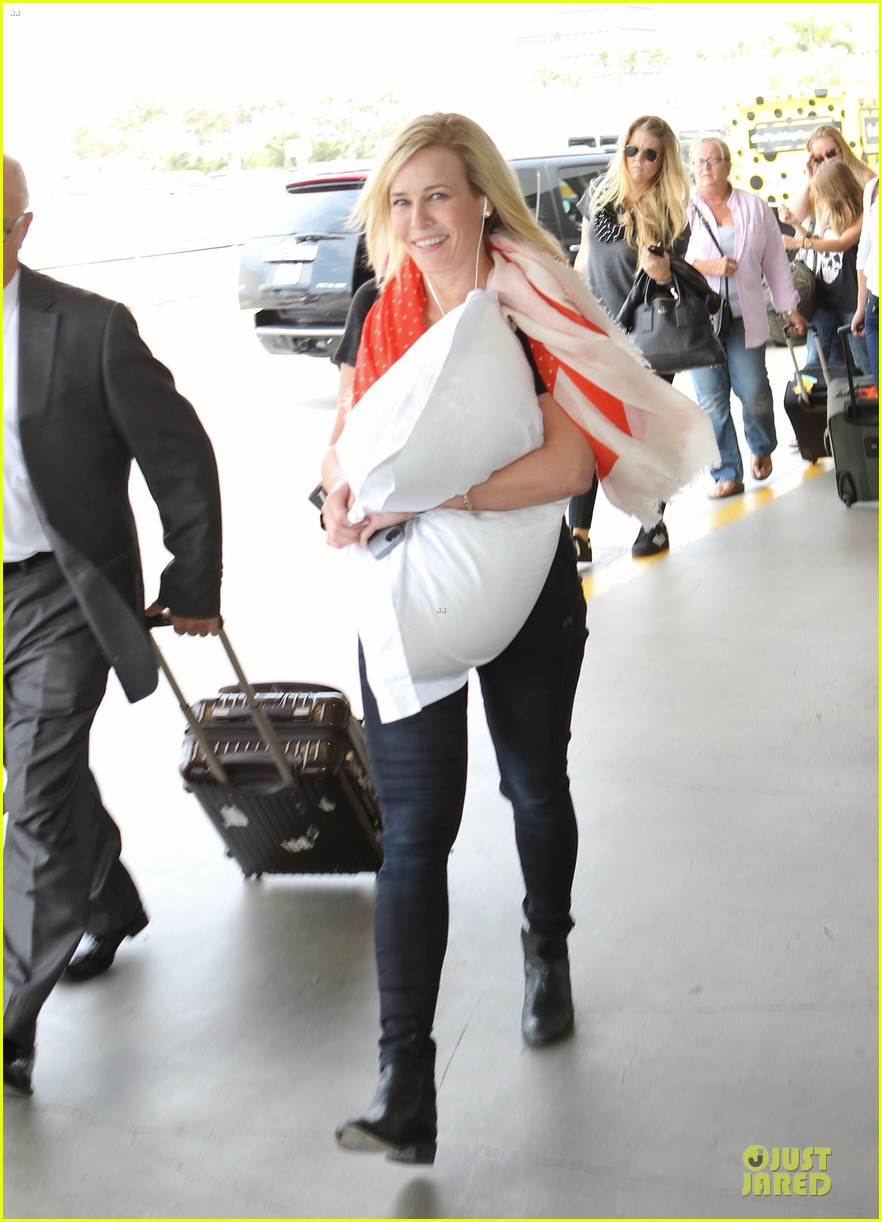 chelsea handler lax departure as comfy as possible 073145187