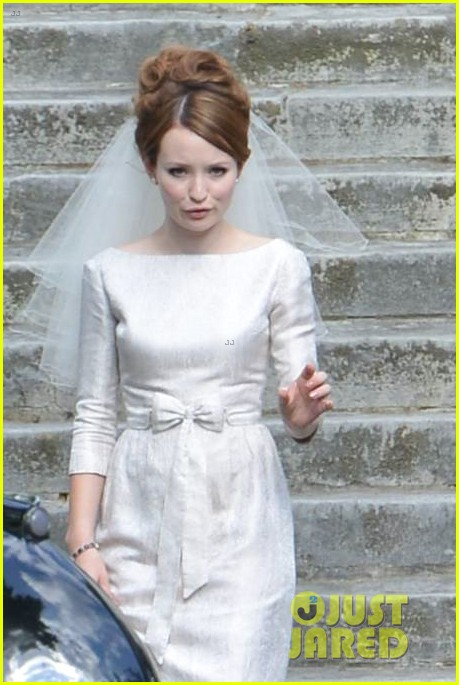 tom hardy emily browning get married for legend 113135294