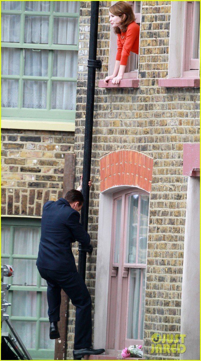 tom hardy shimmies up a drainpipe to woo emily browning 013143175