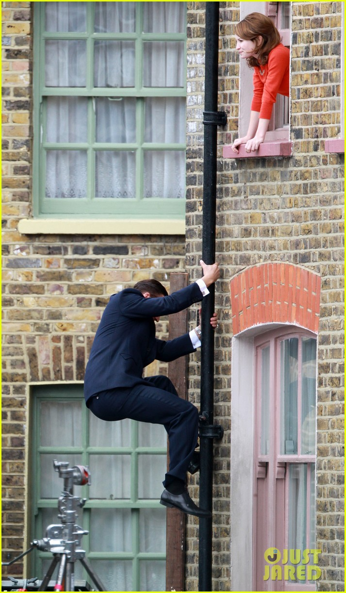 tom hardy shimmies up a drainpipe to woo emily browning 063143180