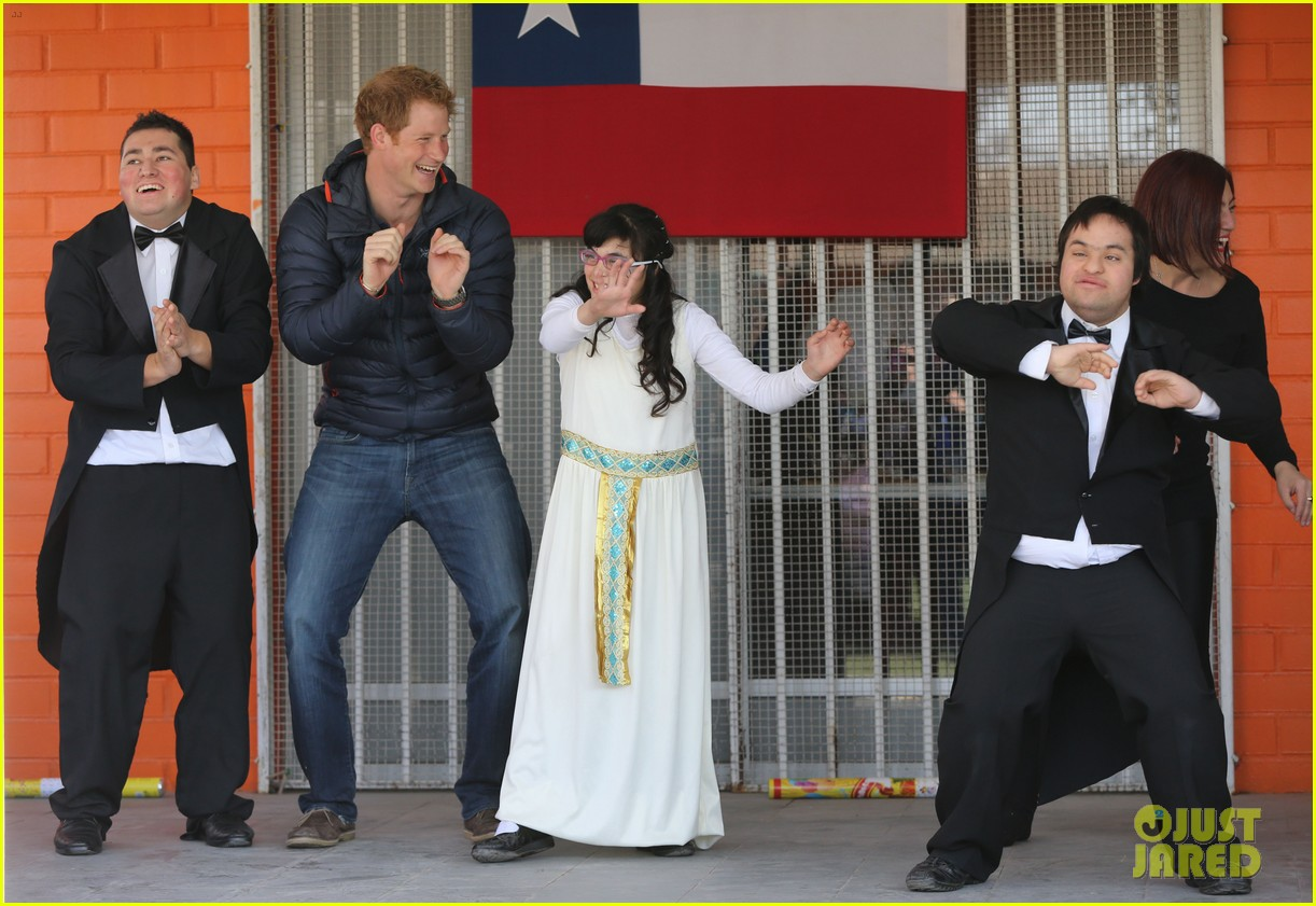 prince harry busts a move children chile visit 113146209