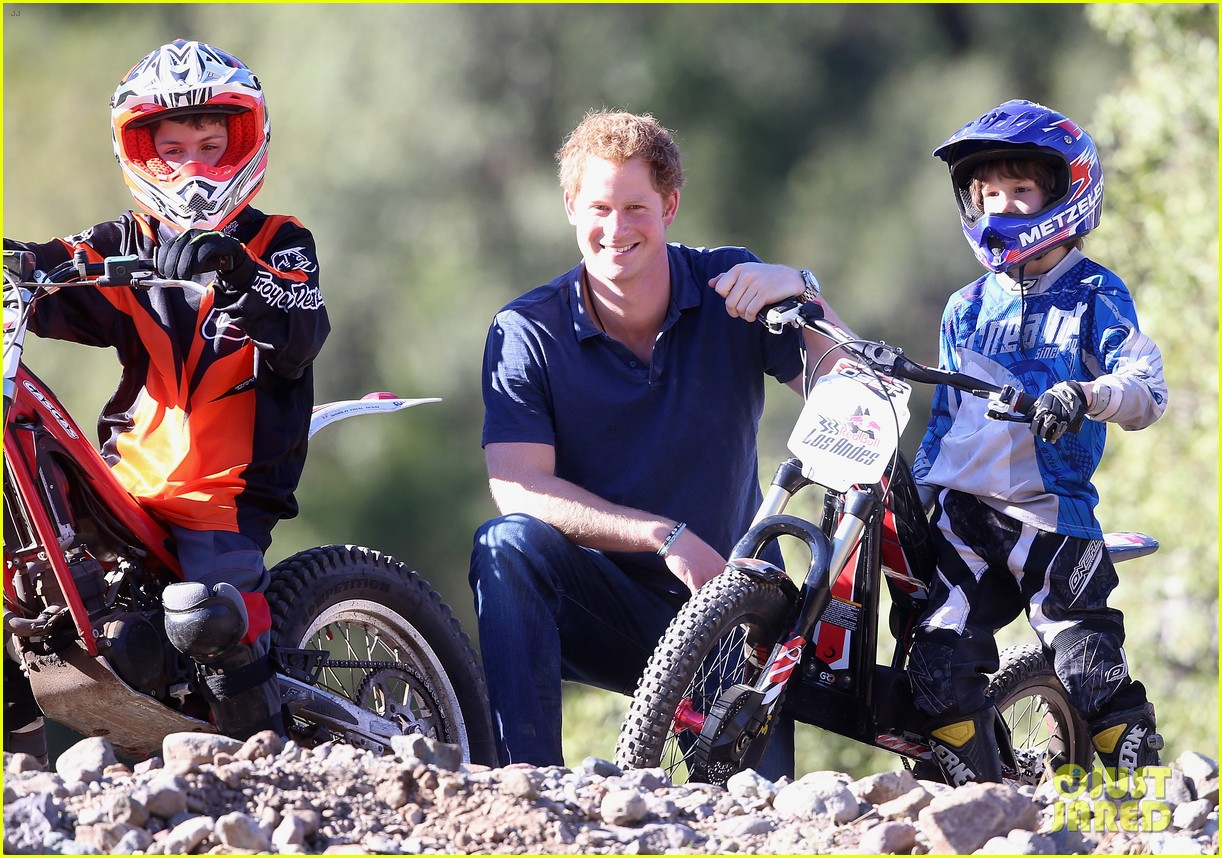 prince harry busts a move children chile visit 213146219