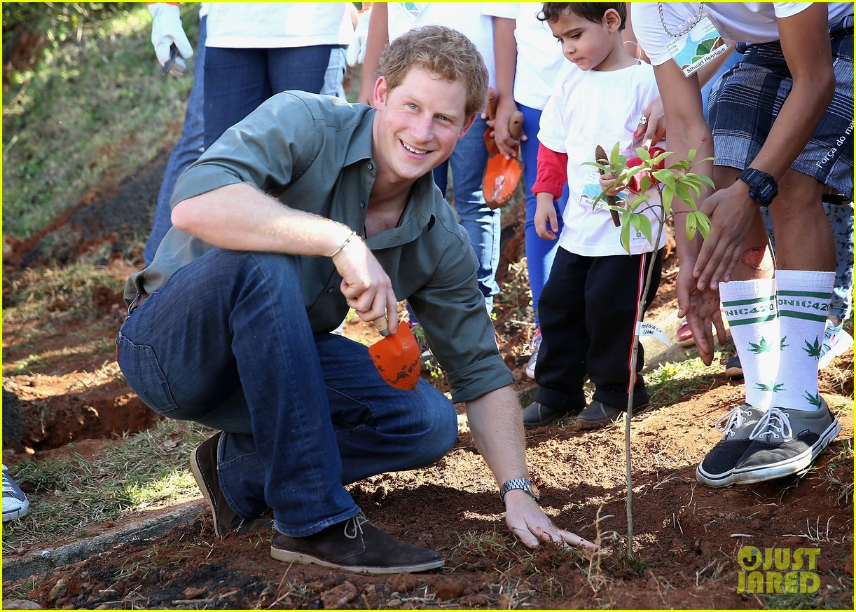 prince harry becomes emotional says death of his mother nothing compared to orphans suffering 053143821