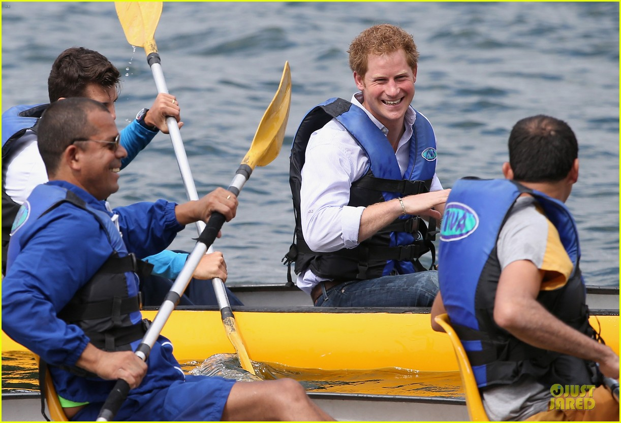 prince harry smile brightens the day at brazilian hospital 04