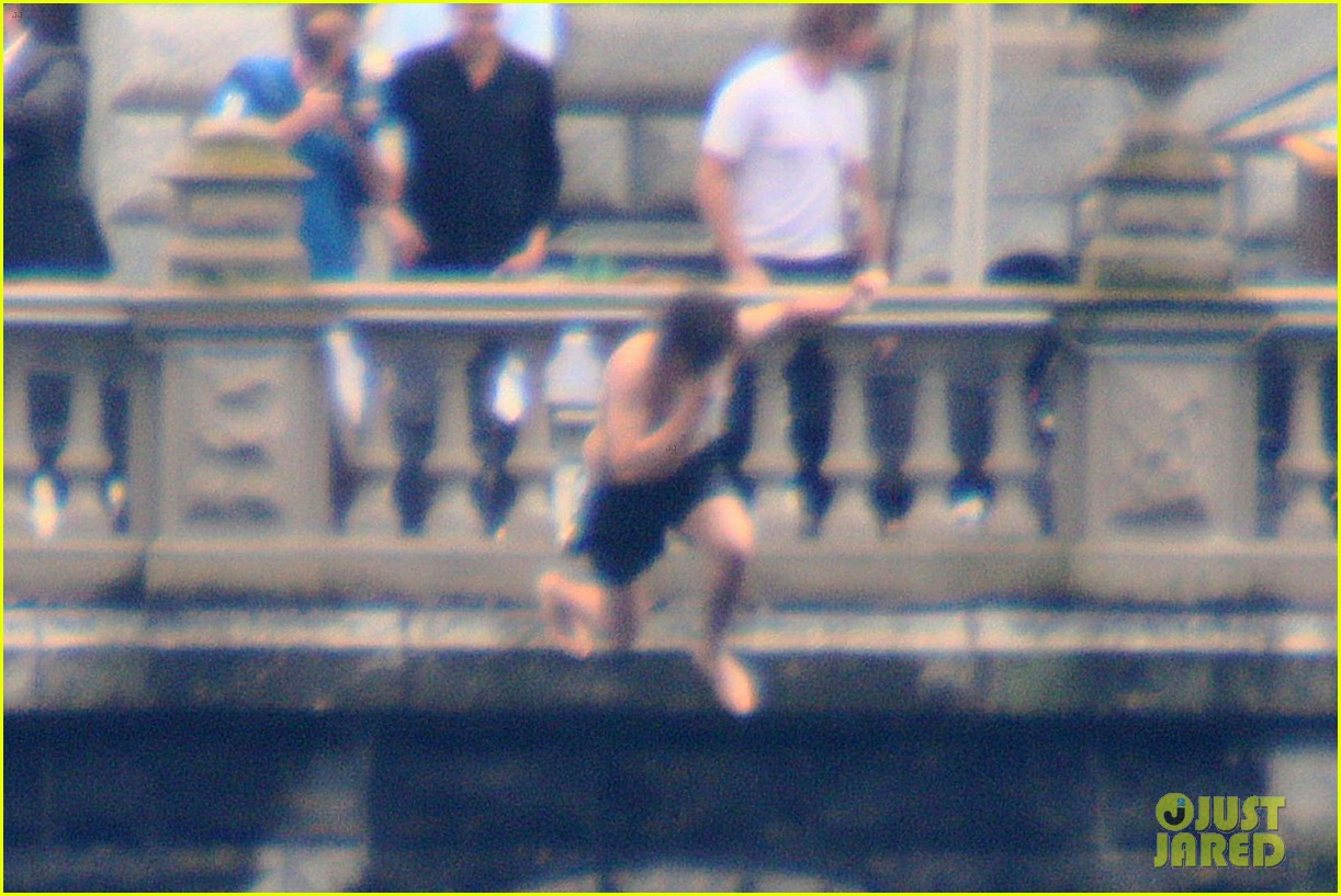 harry styles jumps into lake como 083146804