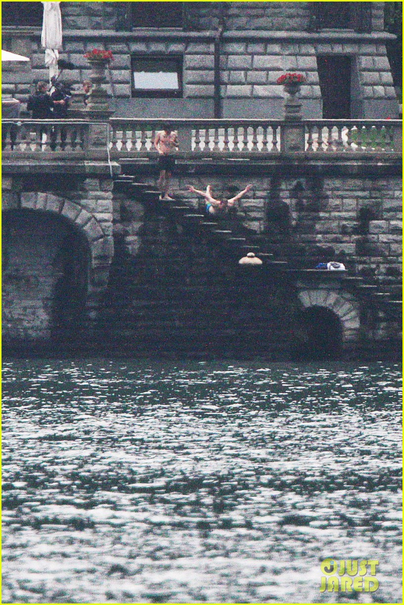 harry styles jumps into lake como 123146808