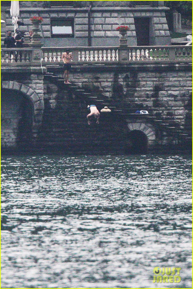 harry styles jumps into lake como 133146809