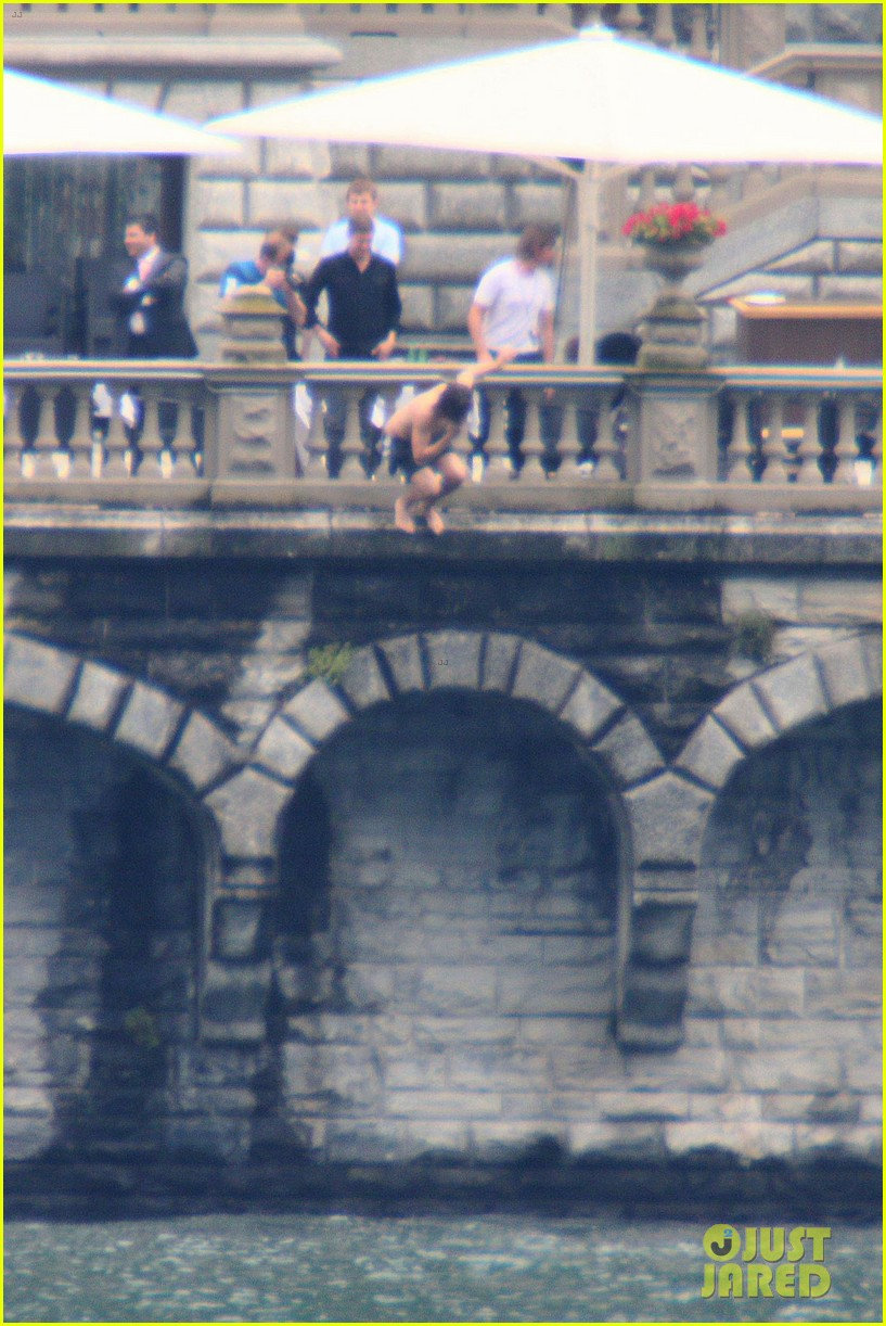 harry styles jumps into lake como 193146815