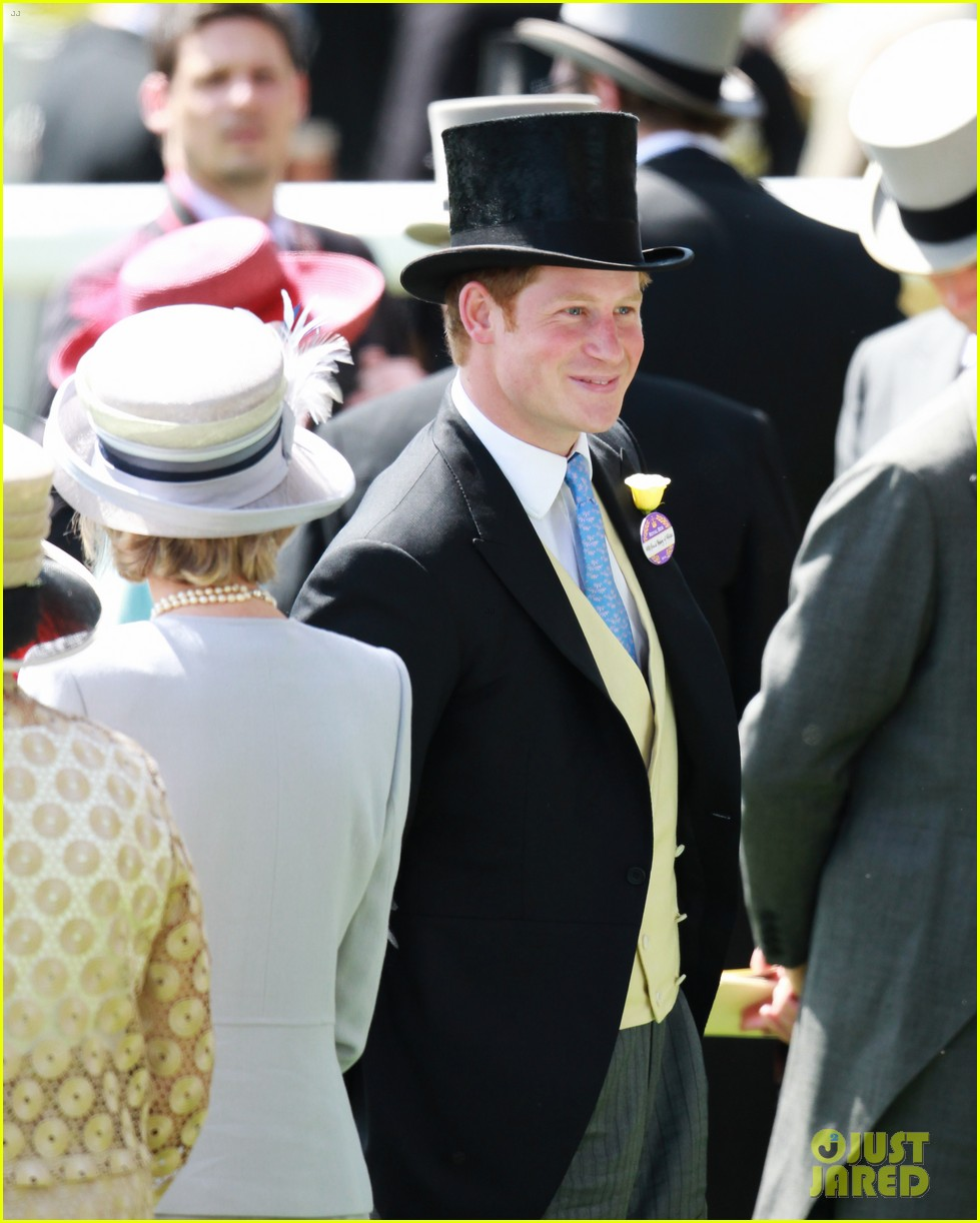 prince harry looks top notch top hat 273137225