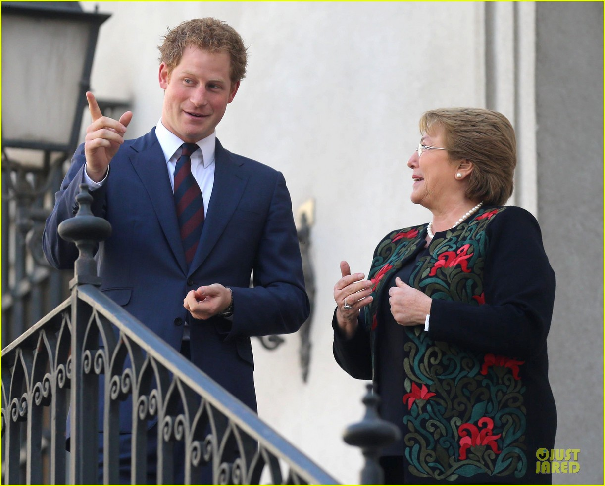 prince harry interaction with toddler is beautiful 073144924