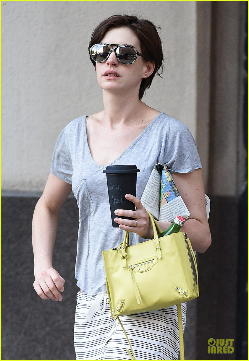 anne hathaway gets down to business with andrew rannells 043138749