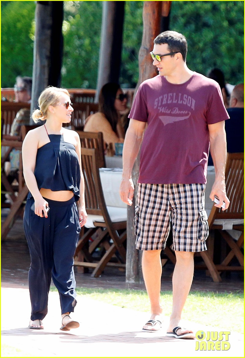 hayden panettiere flashes totally bare baby bump on vacation 133141528