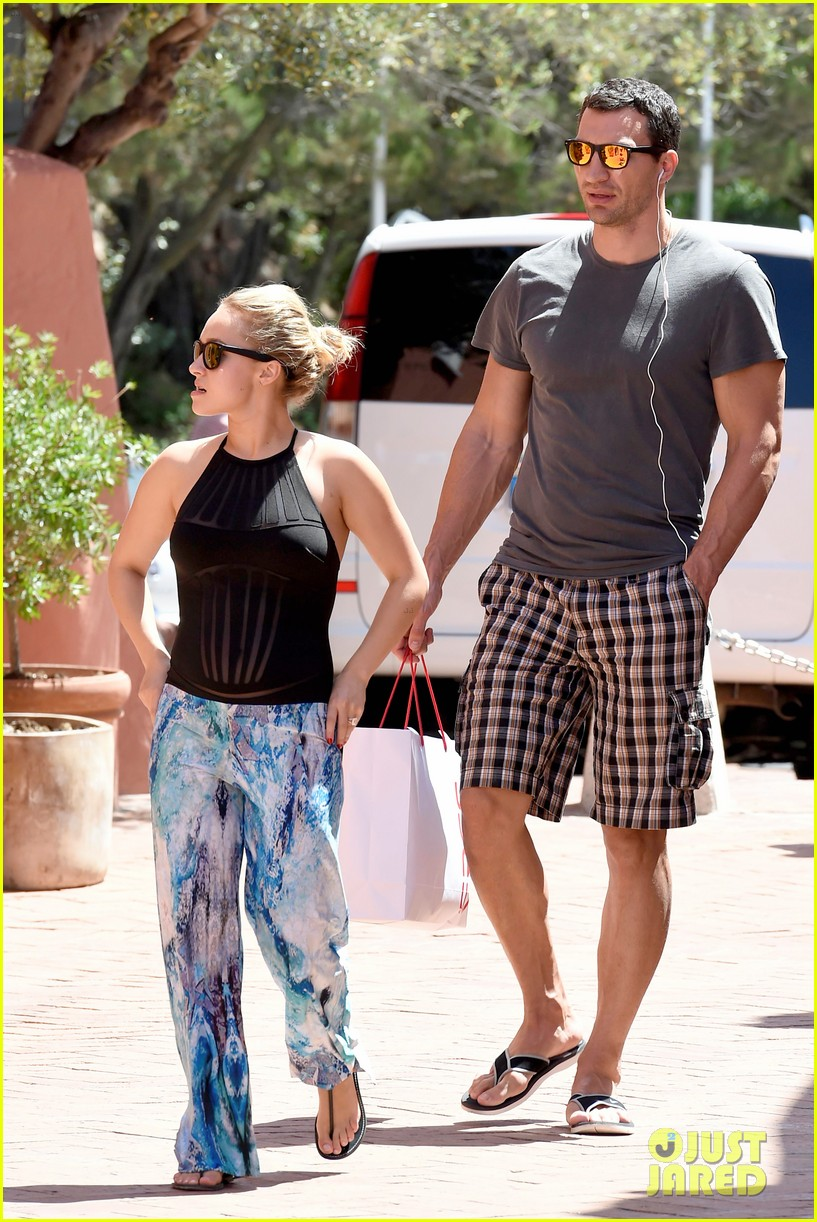 hayden panettiere flashes totally bare baby bump on vacation 243141539