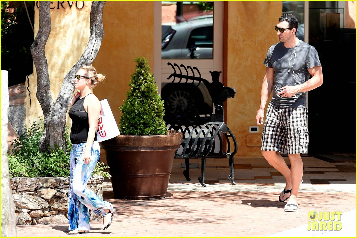 hayden panettiere flashes totally bare baby bump on vacation 253141540