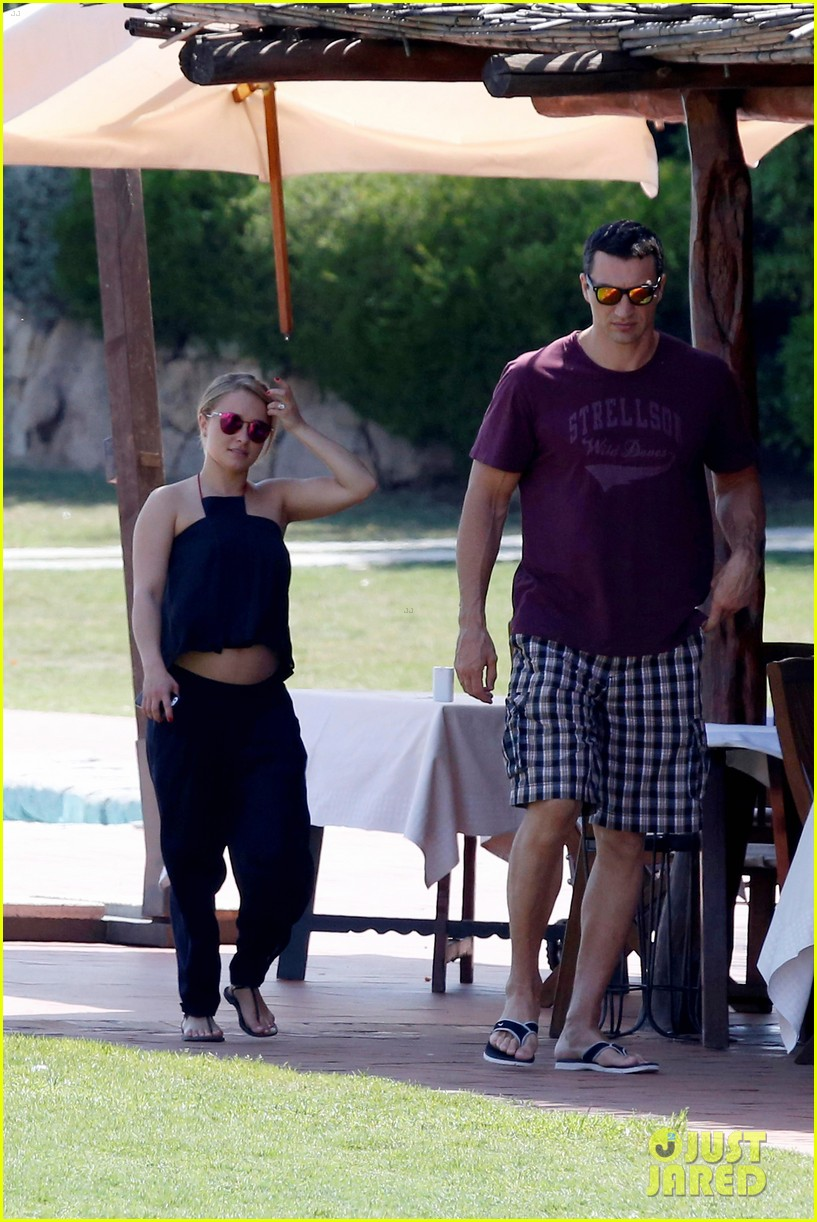 hayden panettiere flashes totally bare baby bump on vacation 263141541