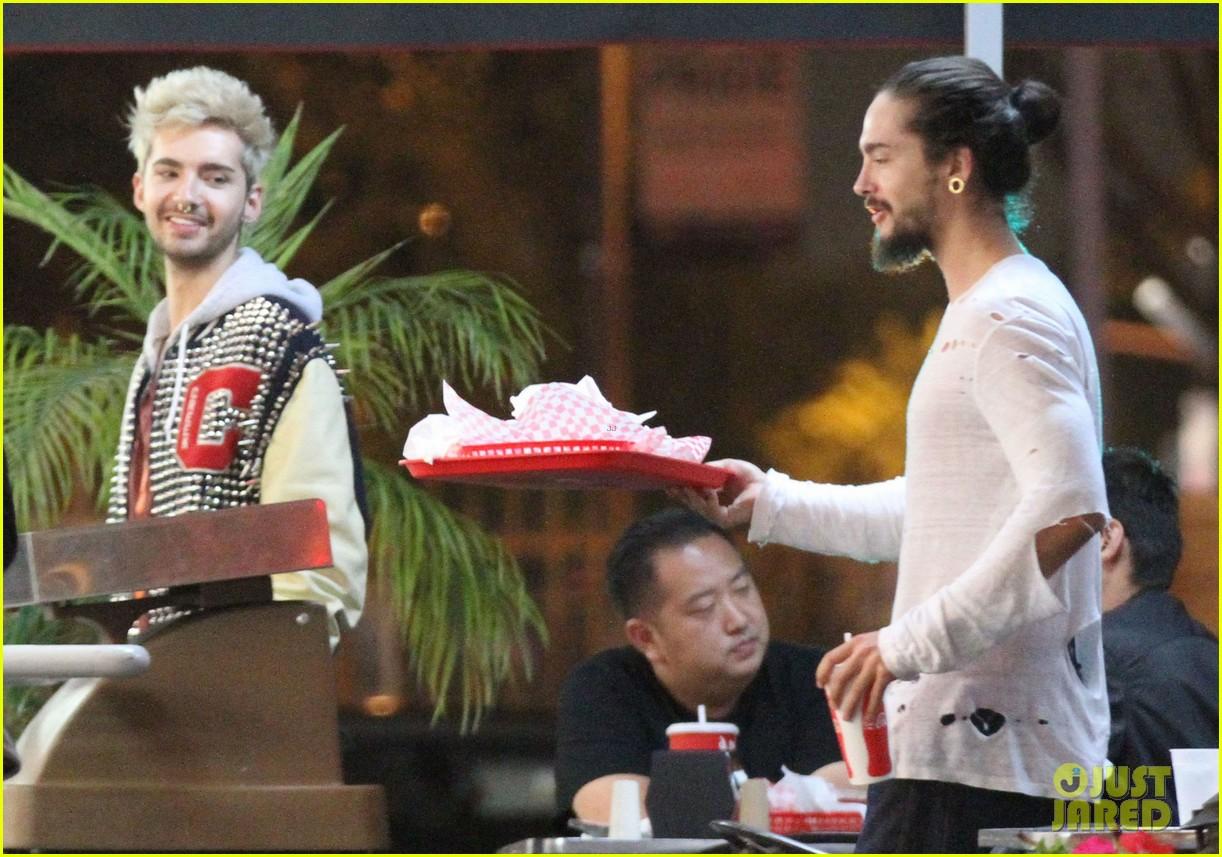 tokio hotel tom bill kaulitz grab astro burger together 01