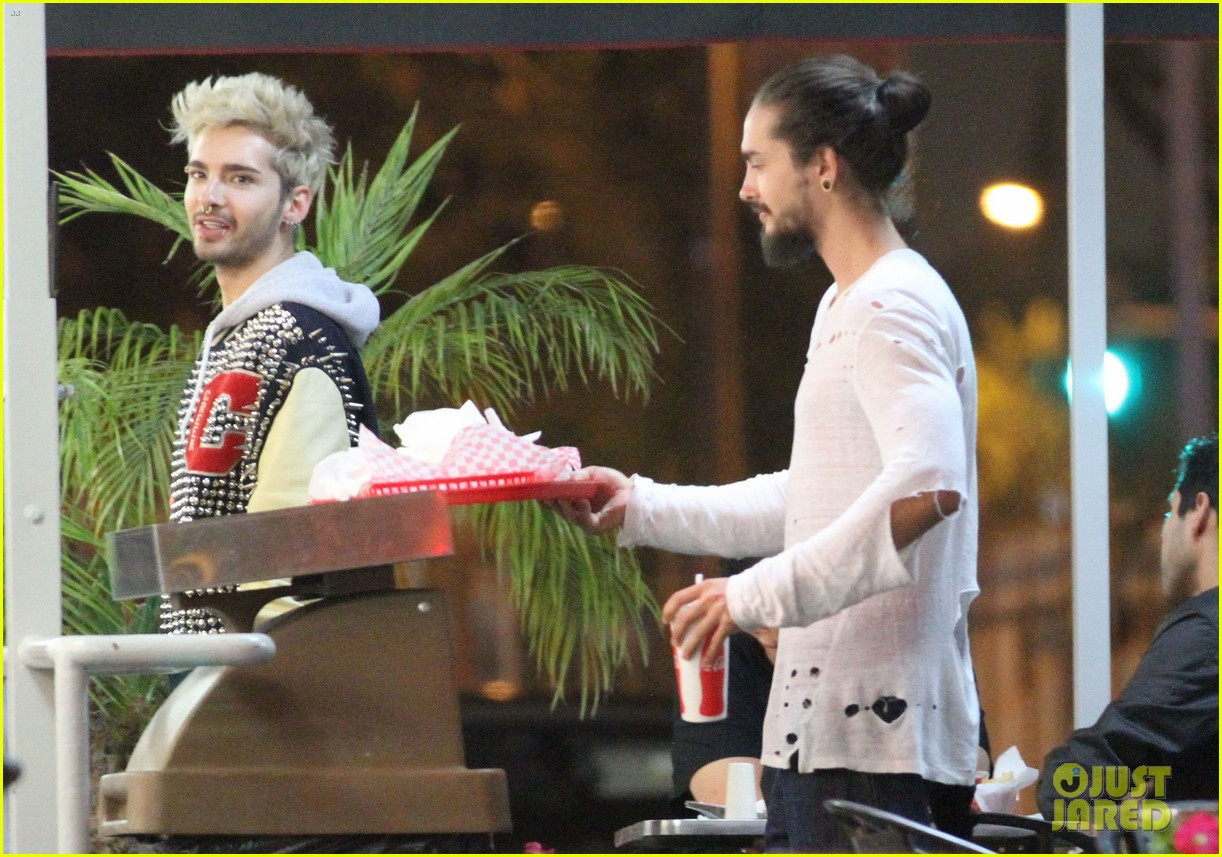 tokio hotel tom bill kaulitz grab astro burger together 03