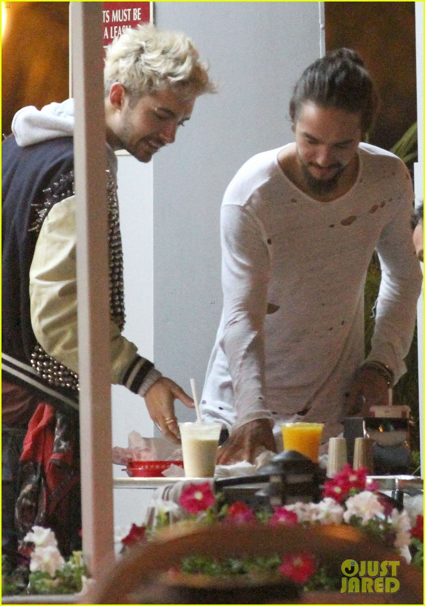 tokio hotel tom bill kaulitz grab astro burger together 043136179
