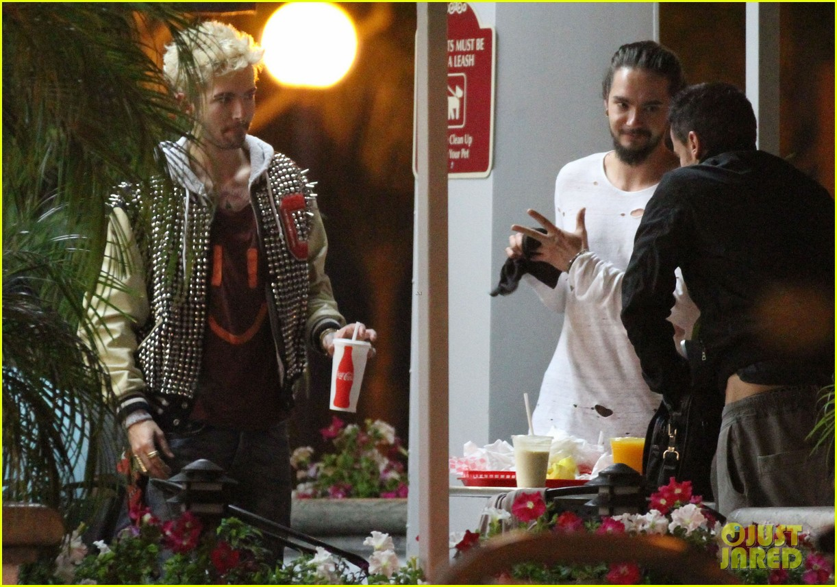 tokio hotel tom bill kaulitz grab astro burger together 14