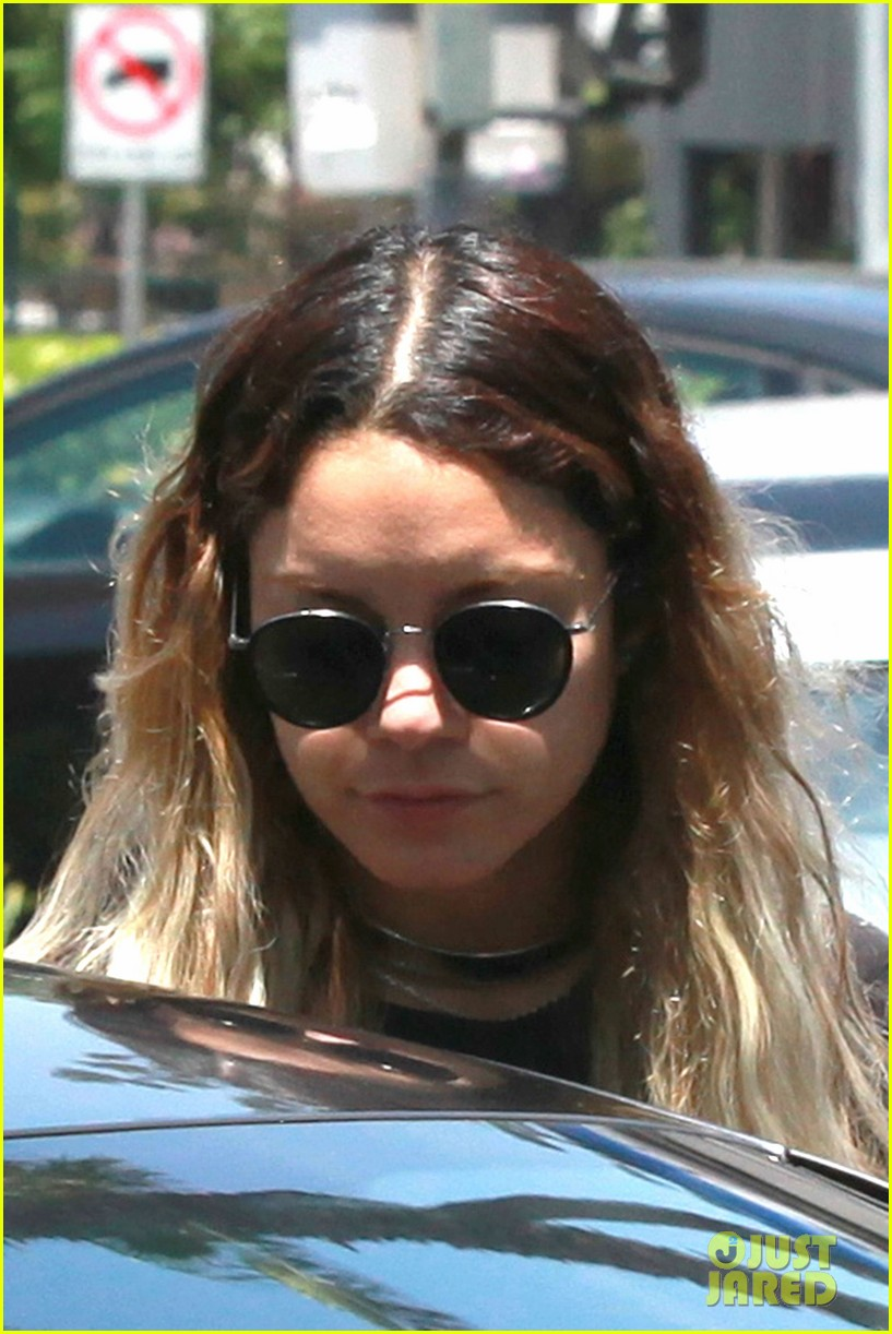vanessa hudgens in studio city bob marley shirt 013131159