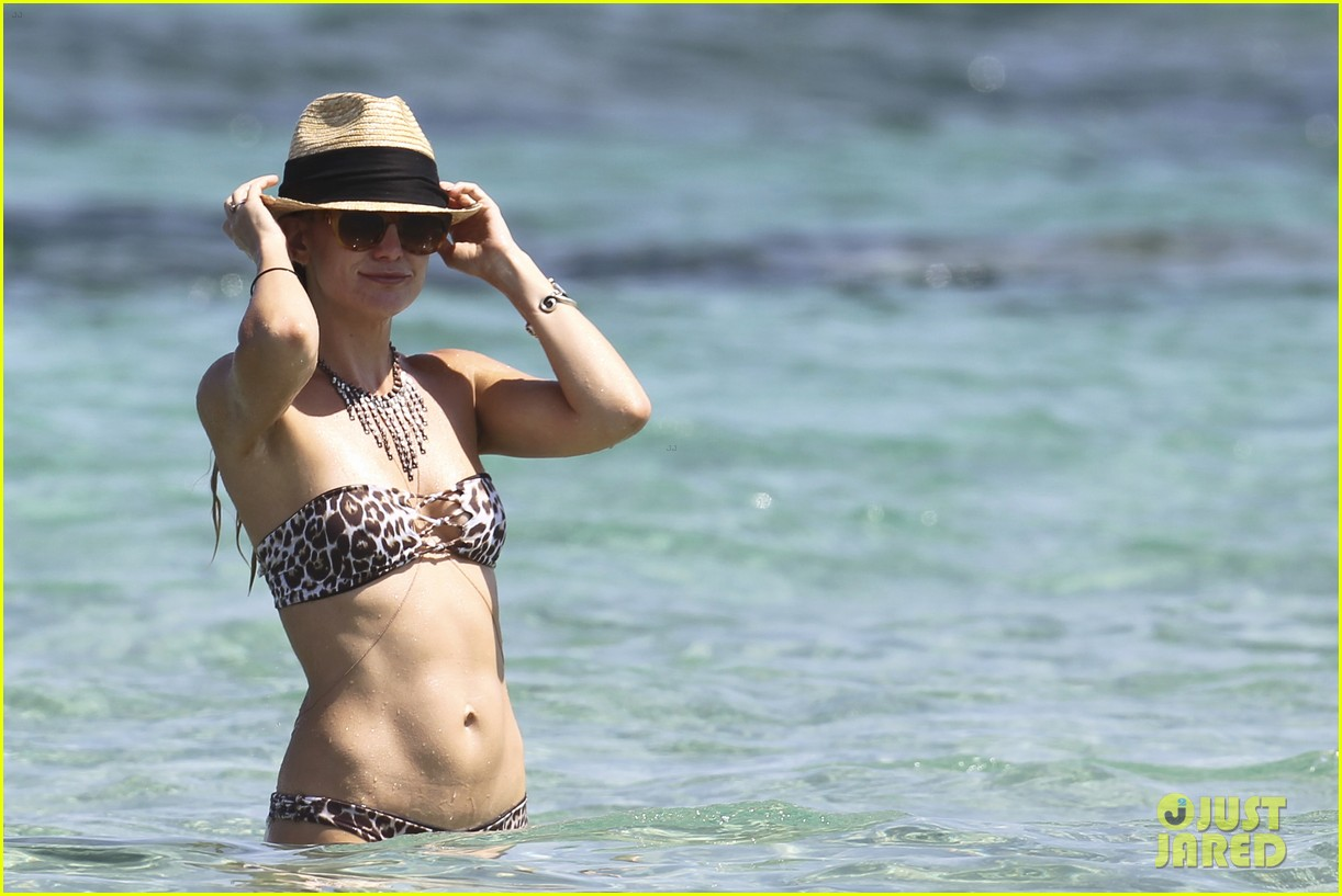 kate hudsons amazing bikini body 093142525