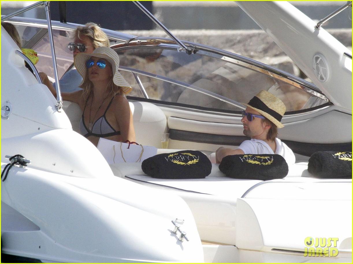 kate hudsons amazing bikini body 113142527