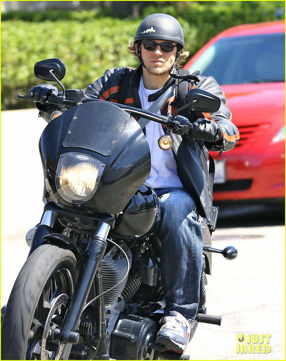 charlie hunnam arrives to sons of anarchy set on motorcycle 023128540