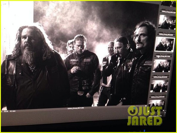 charlie hunnam sons of anarchy cast back filming sharing new pics 023144145