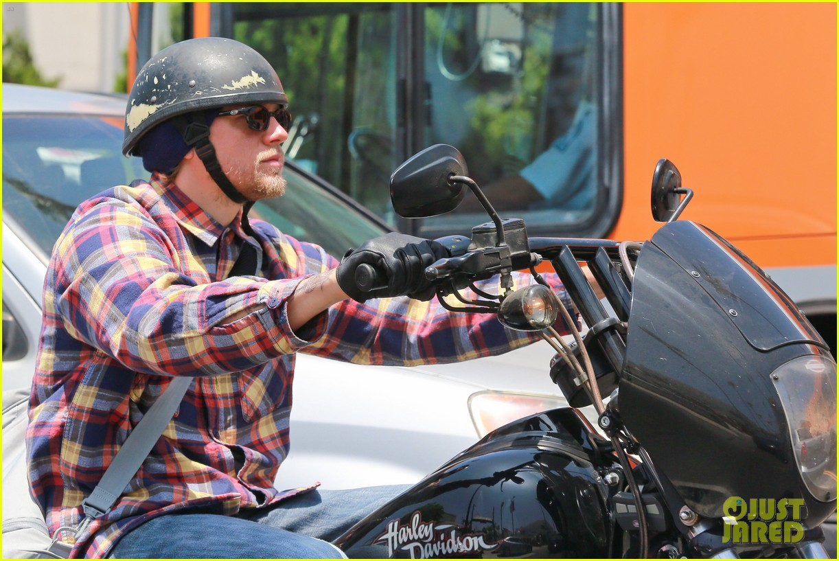 charlie hunnam sons of anarchy cast back filming sharing new pics 143144157