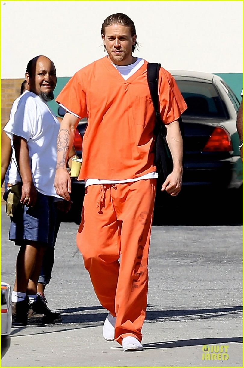 charlie hunnam gets released from jail 013132213