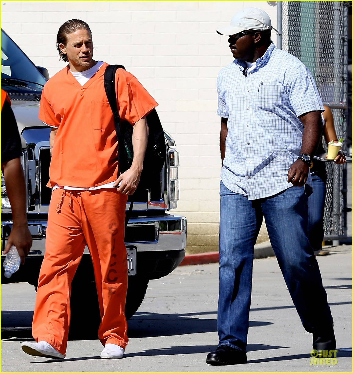 charlie hunnam gets released from jail 063132218
