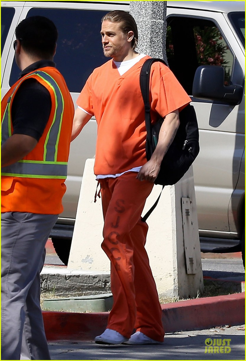 charlie hunnam gets released from jail 07