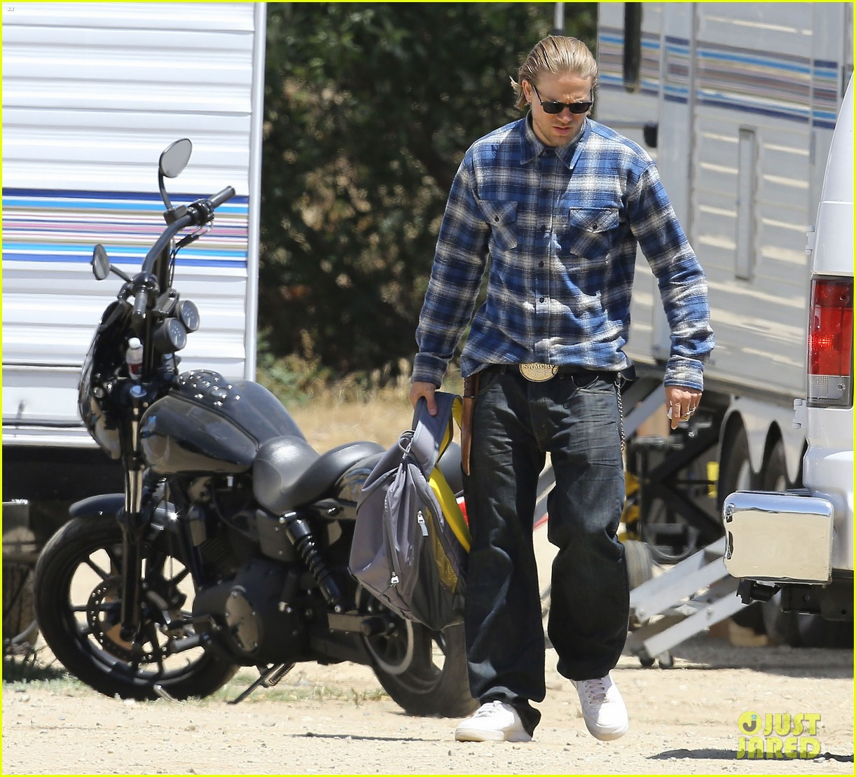 charlie hunnam pacific rim 2 might happen 07