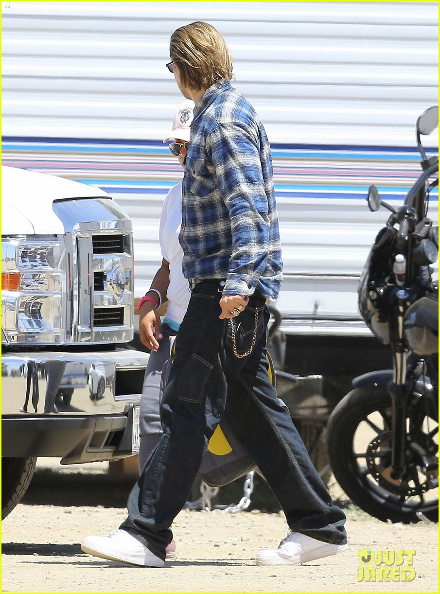 charlie hunnam pacific rim 2 might happen 083137373