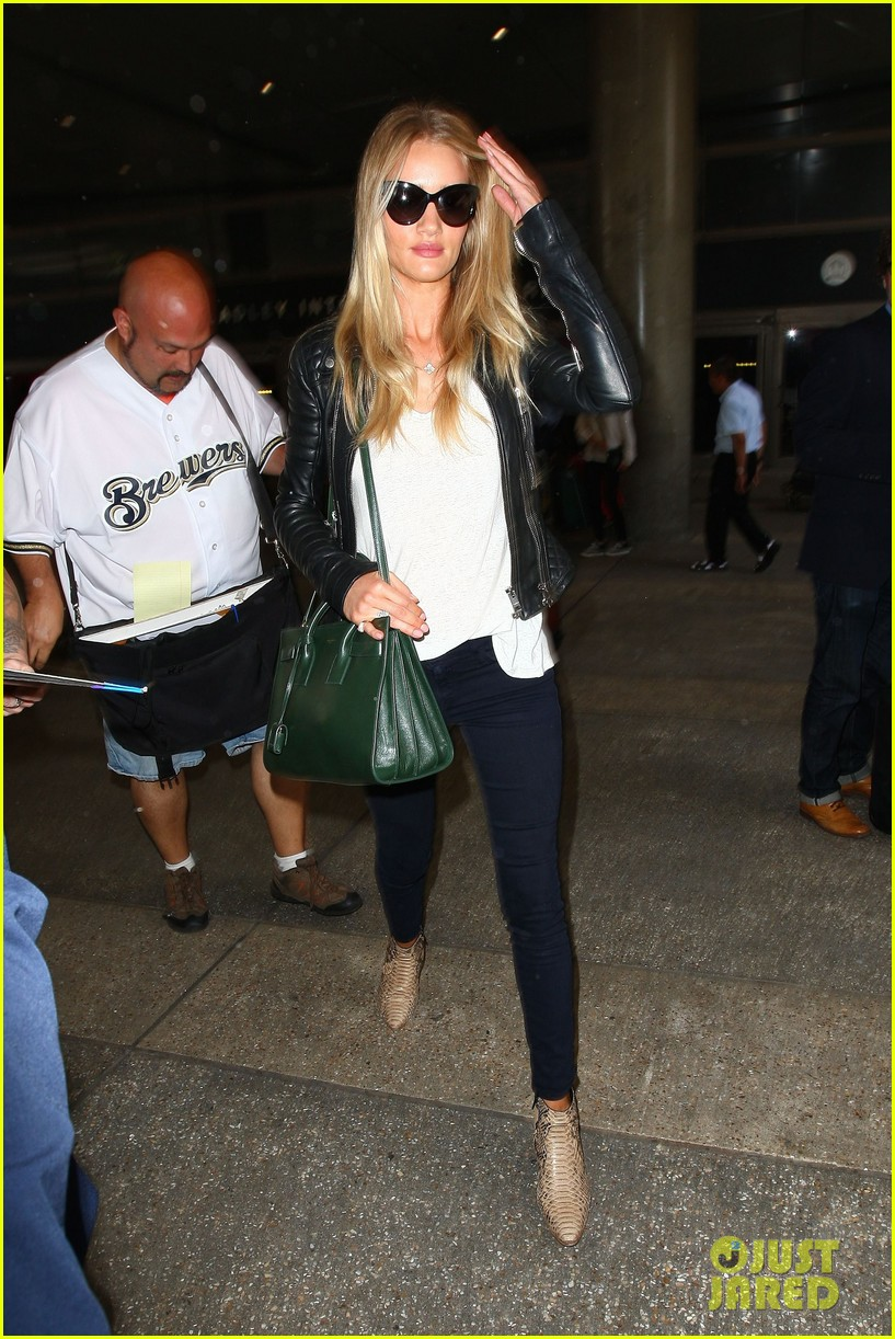 rosie huntington whiteley gives blessing to nicola peltz 053144249