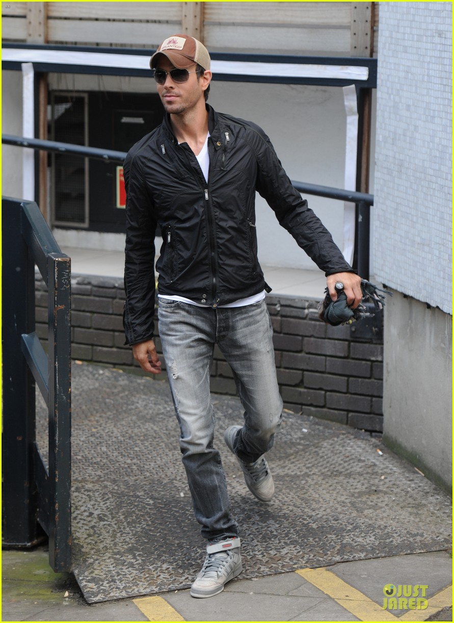enrique iglesias wants bailando english video to get 100 milion views 03