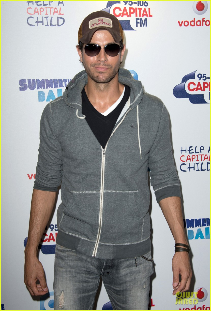 enrique iglesias wants bailando english video to get 100 milion views 113140493