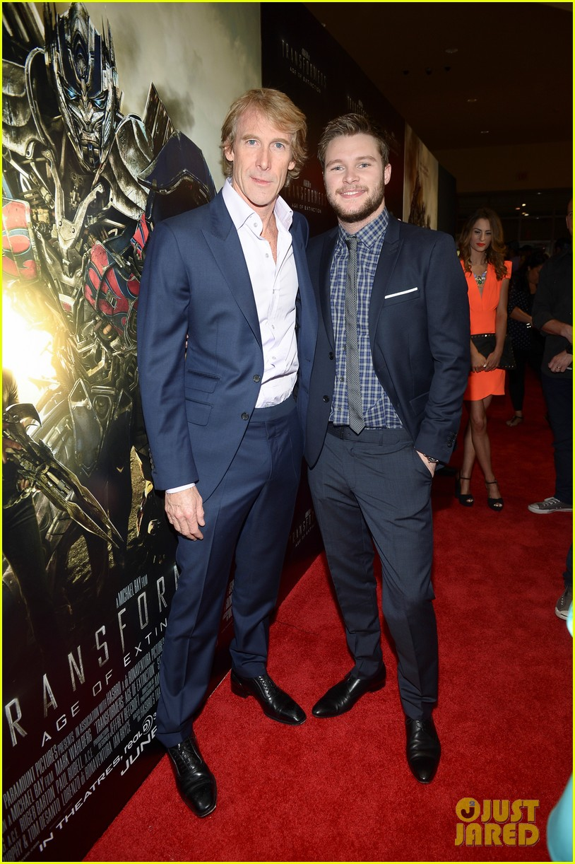 jack reynor brings his fiancee to transformers 4 miami screening 03