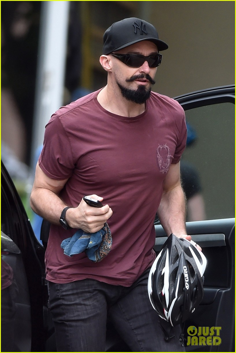 hugh jackman emerges with his brand new look 043133362