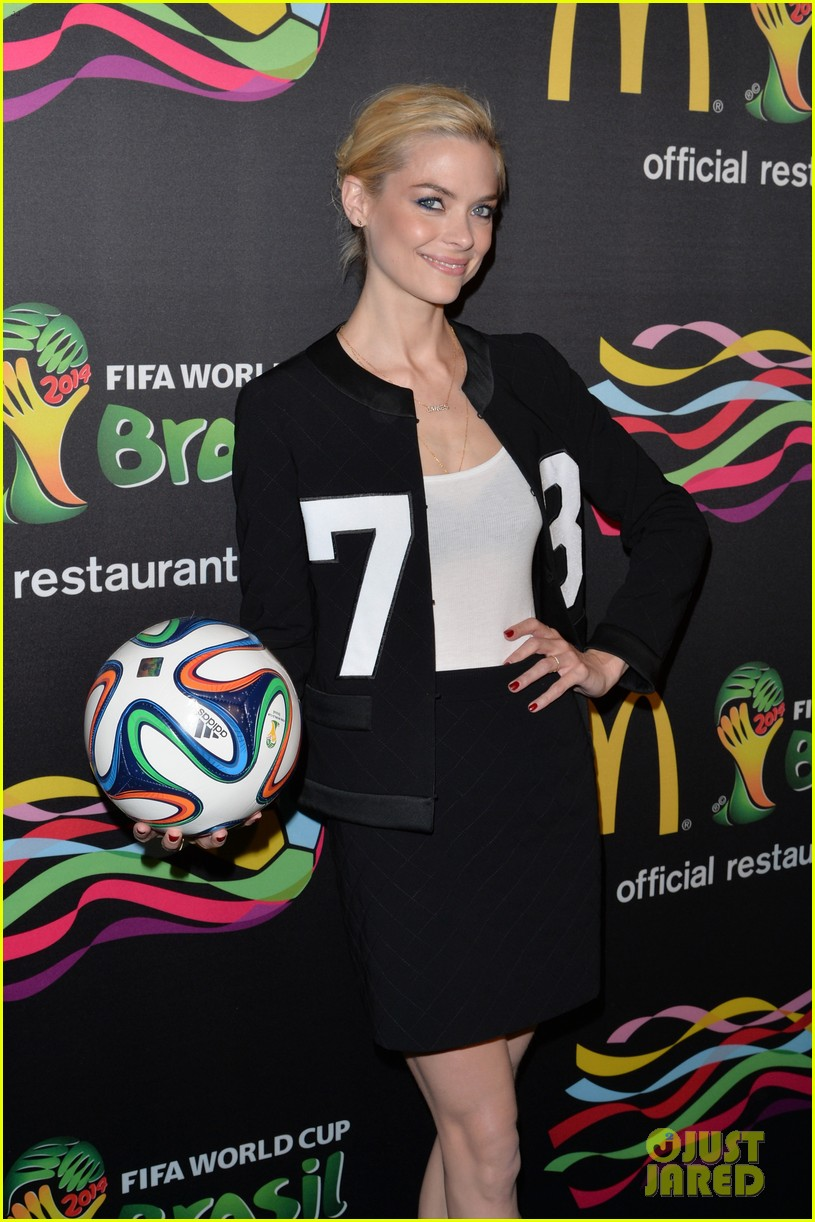 joshua jackson jaime king get ready for the world cup 103129517