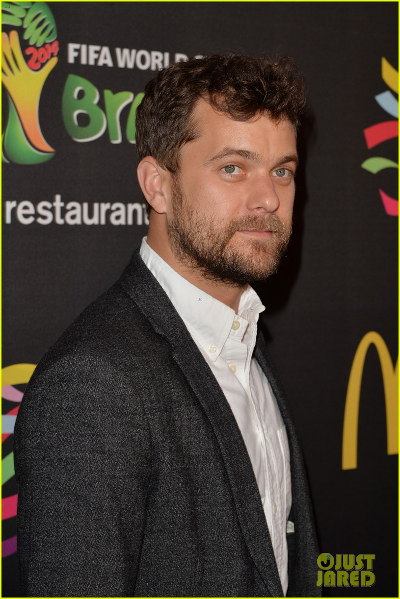 joshua jackson jaime king get ready for the world cup 113129518