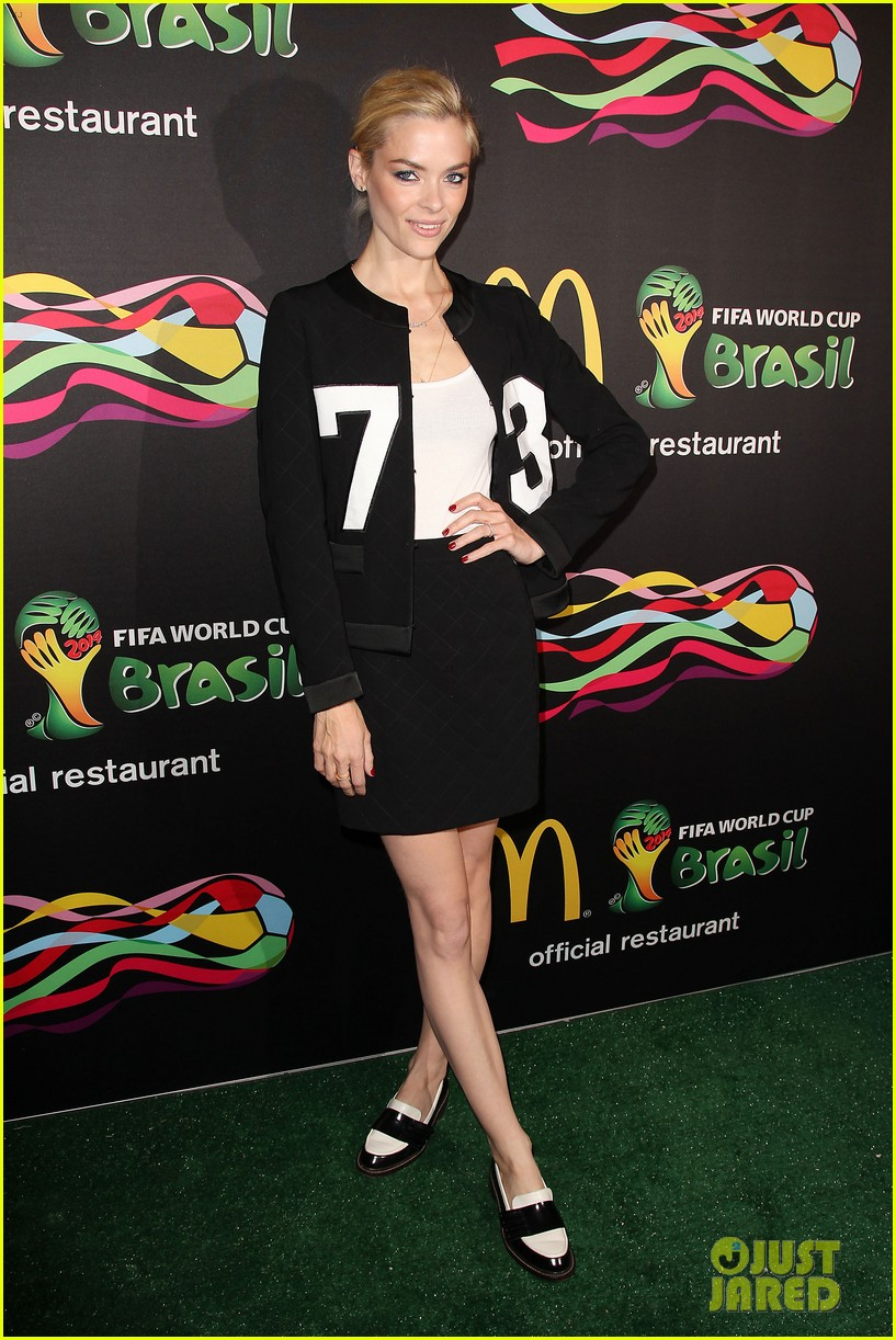 joshua jackson jaime king get ready for the world cup 233129530