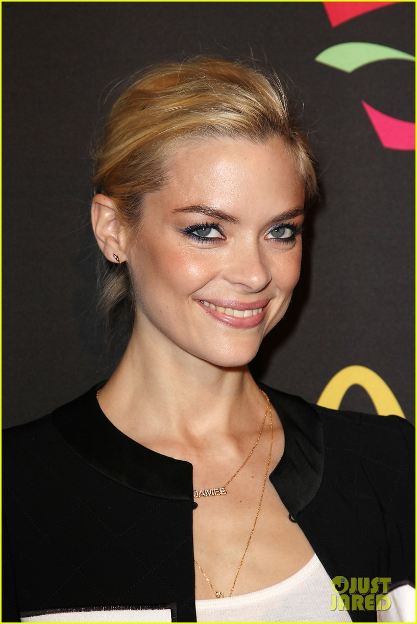 joshua jackson jaime king get ready for the world cup 243129531