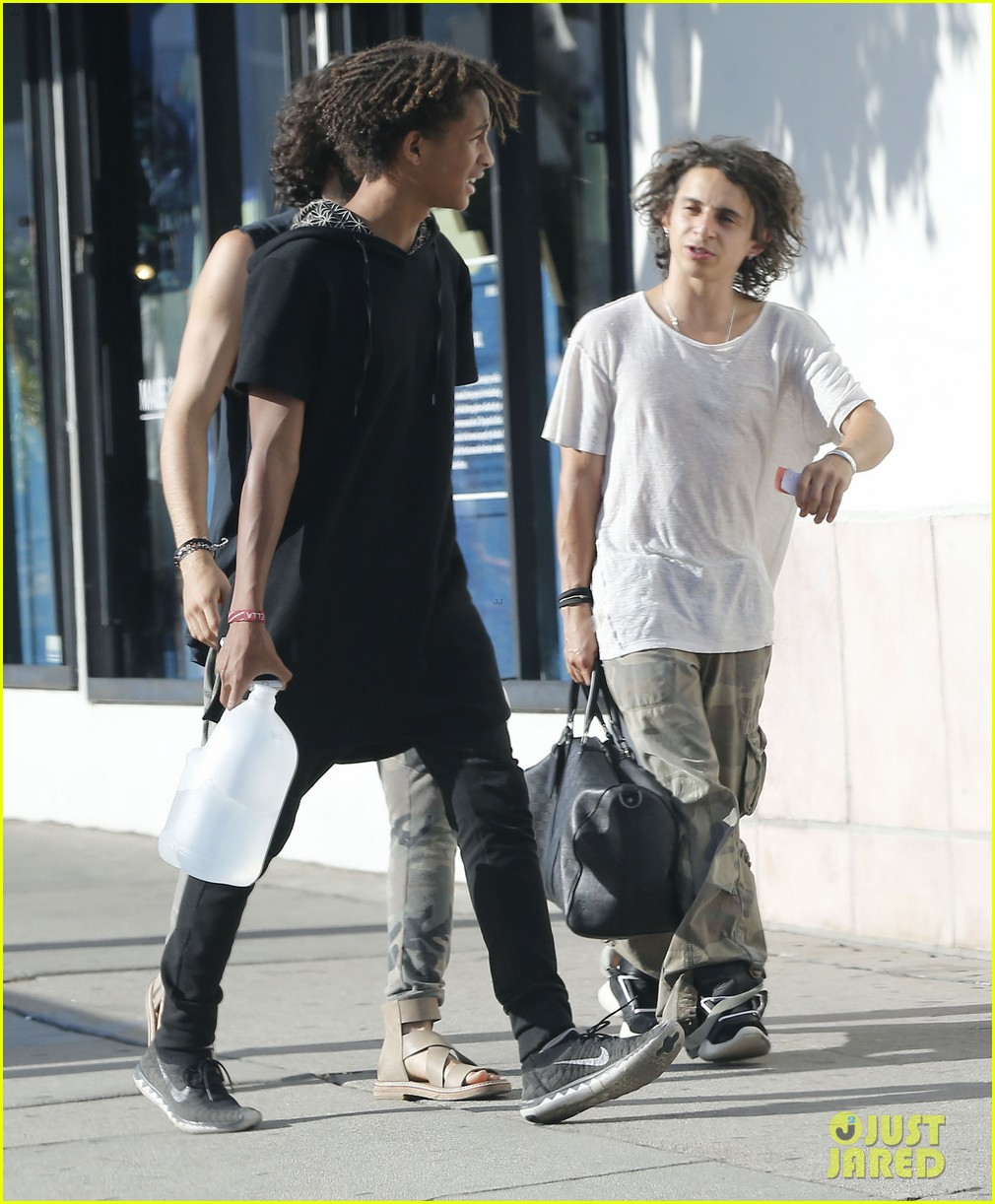 jaden smith gallon water shopping friends 053125909