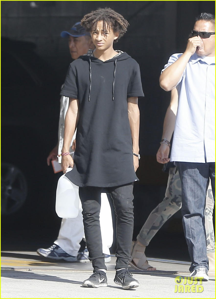 jaden smith gallon water shopping friends 073125911
