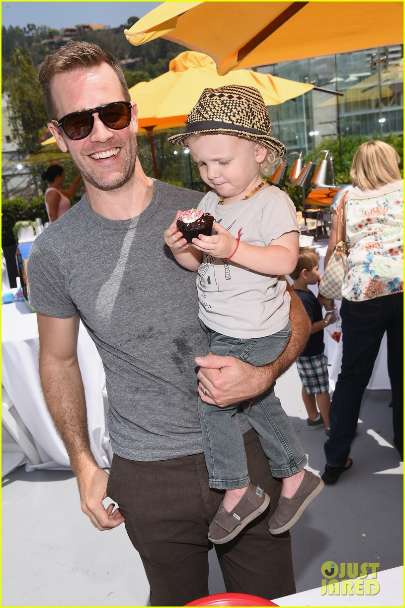 james van der beek is one hunky dad at fisher price toy launch 013143007