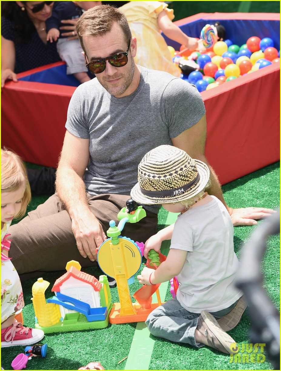james van der beek is one hunky dad at fisher price toy launch 063143012
